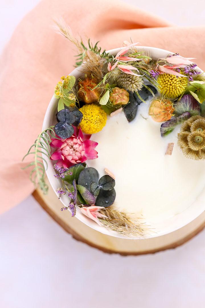 Photo d'une bougie  à base de cire de soja.
