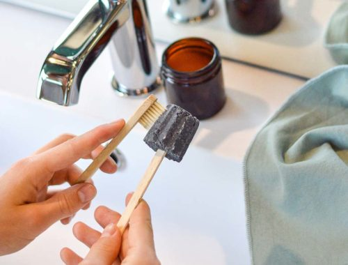 Apprendre à faire soi-même son dentifrice solide