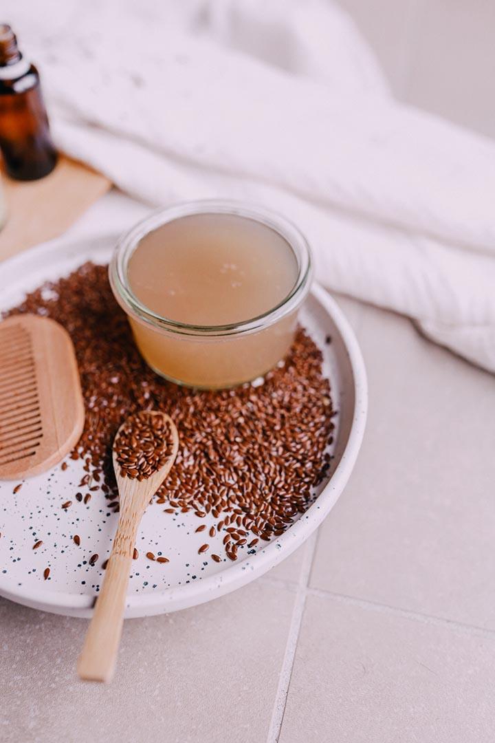 Le gel de lin est un ingrédient hydratant et apaisant pour la peau et les cheveux.